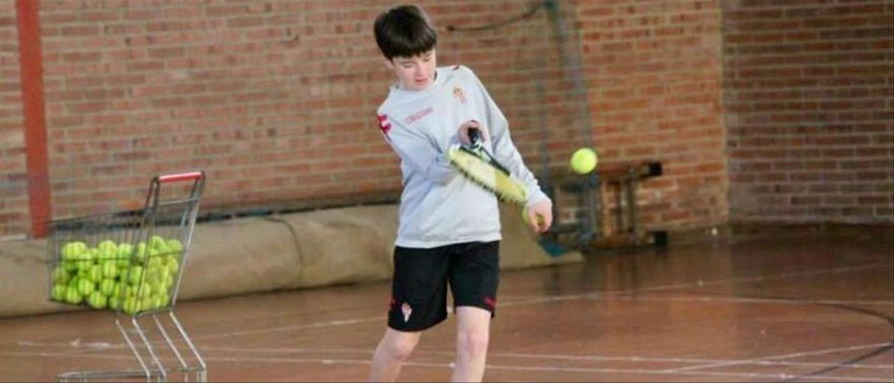 Guille Rosas, jugando al tenis de pequeño
