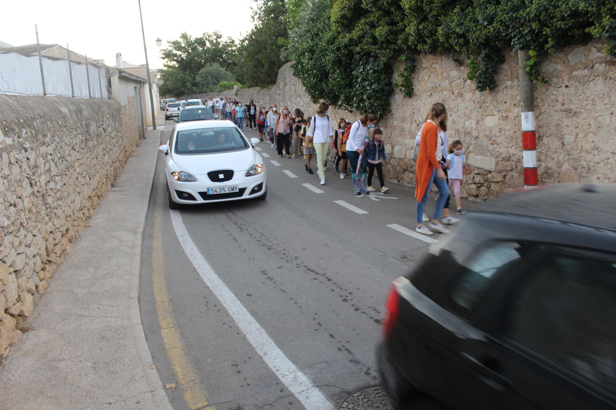 La comunidad educativa del colegio Pedra Viva de Binissalem exige caminos seguros