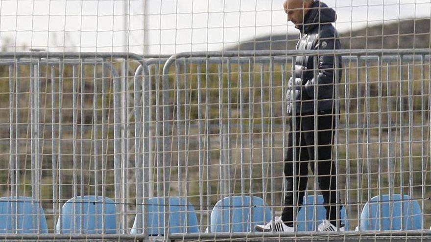 El club suspende a Movilla 30 días de empleo y sueldo