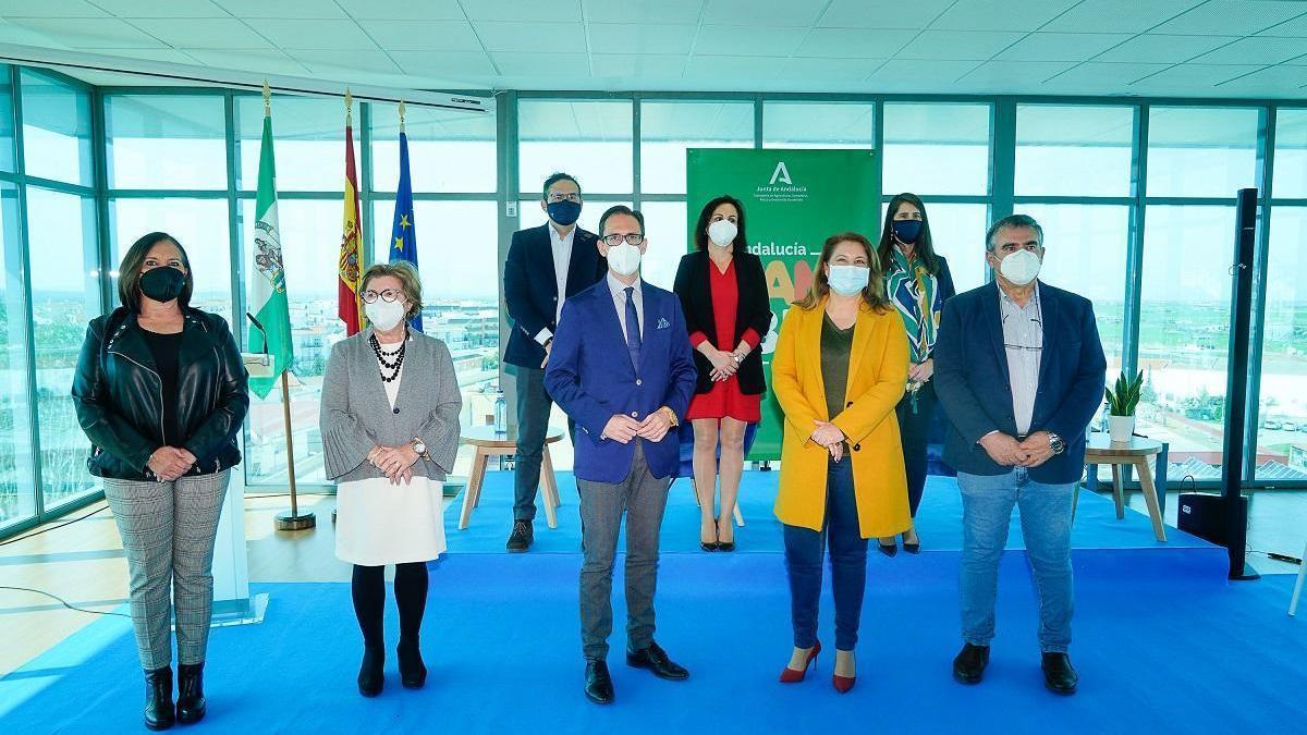 Carmen Crespo firma con alcaldes de Los Pedroches un acuerdo para la lucha contra el cambio climático