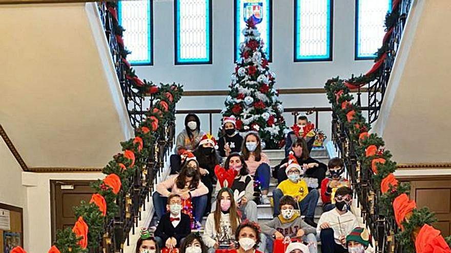 El colegio Inmaculada celebra el festival navideño en las calles