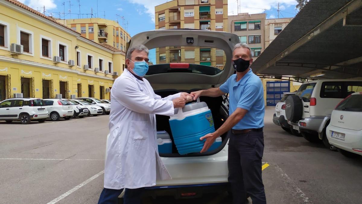 Colaboración del Parque Móvil con un vehículo y un conductor en el reparto de vacunas