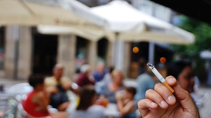 Sanidad anticipa la prohibición de fumar en las terrazas de hostelería