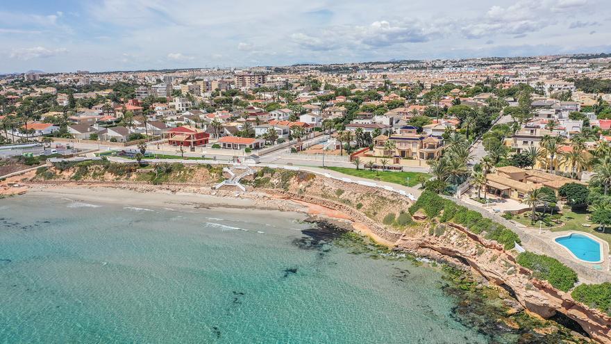 Orihuela ingresará solo medio millón de euros de los 21 previstos por las subastas de suelo urbano en la costa