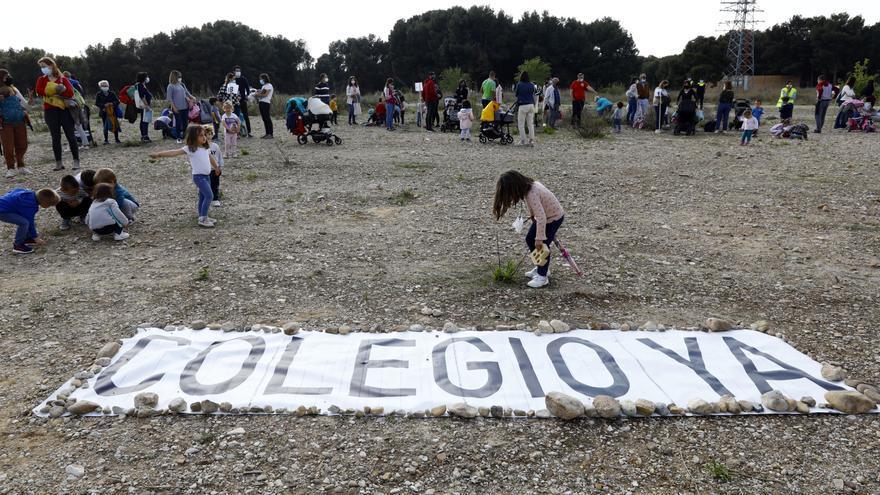 Protesta de las familias de Parque Venecia por las demoras del segundo colegio