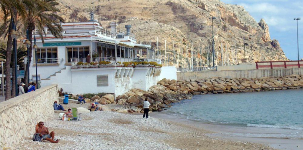 La Grava, en Xàbia, con bandera azul. Arenal, en la misma localidad, también tiene el distintivo de calidad.