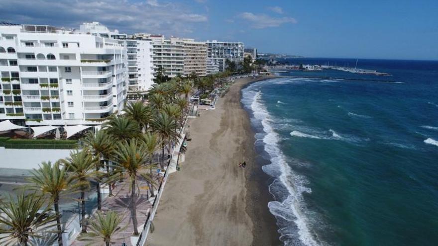 El PP de Marbella aboga por los espigones perpendiculares para las playas