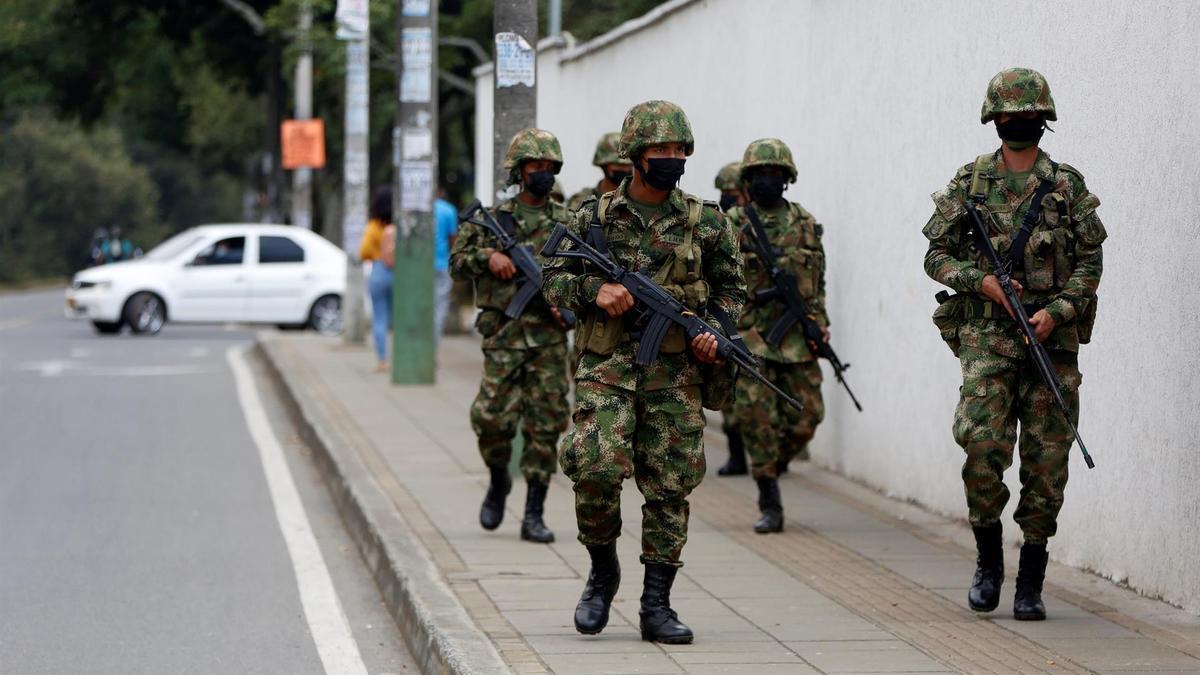 Soldados en las calles de la ciudad colombiana de Cali