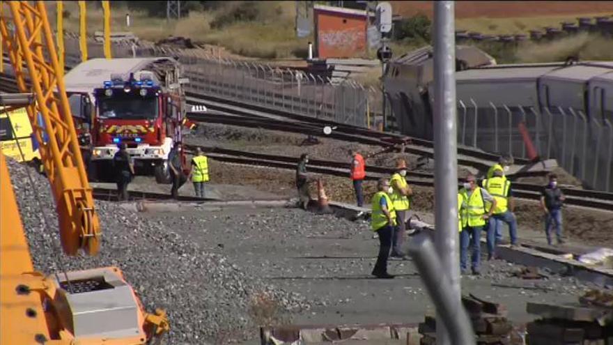 Dos muertos tras arrollar un tren Alvia en Zamora a un coche que cayó de un puente
