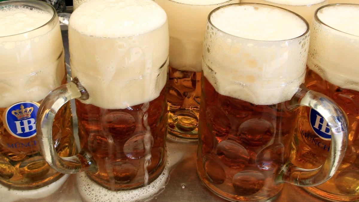 Jarras de la cerveza como las que suelen venderse en las 'Oktoberfest'.