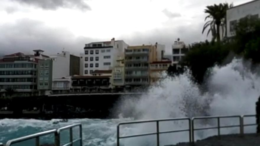 Fuerte oleaje en Puerto de la Cruz
