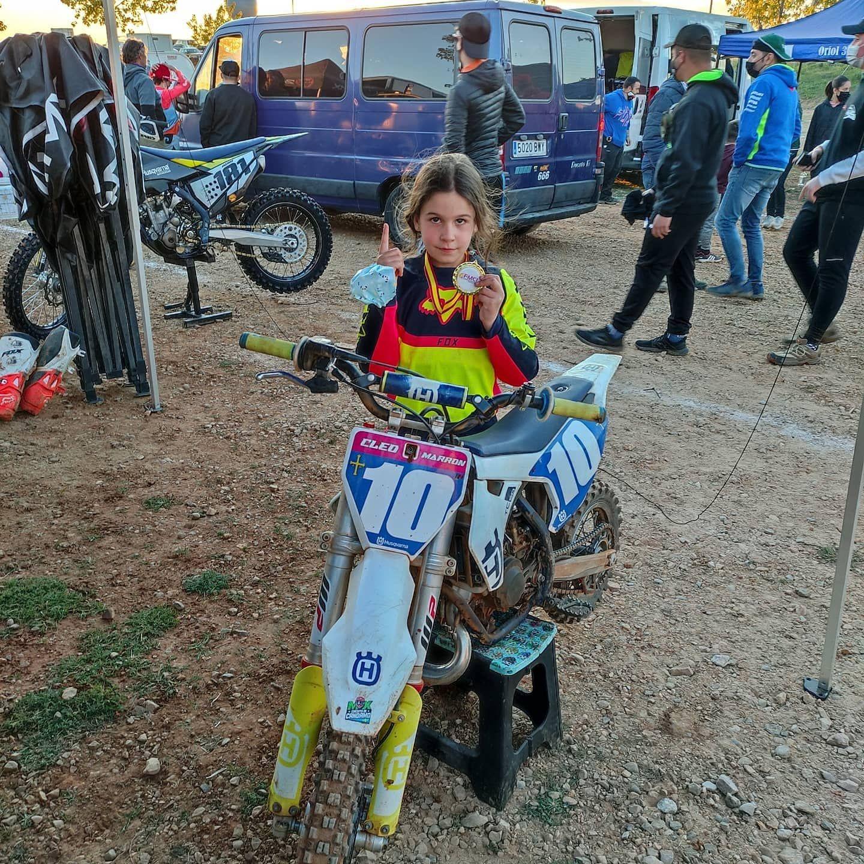 La pequeña Cloe Marrón lidera el campeonato de España de motocross
