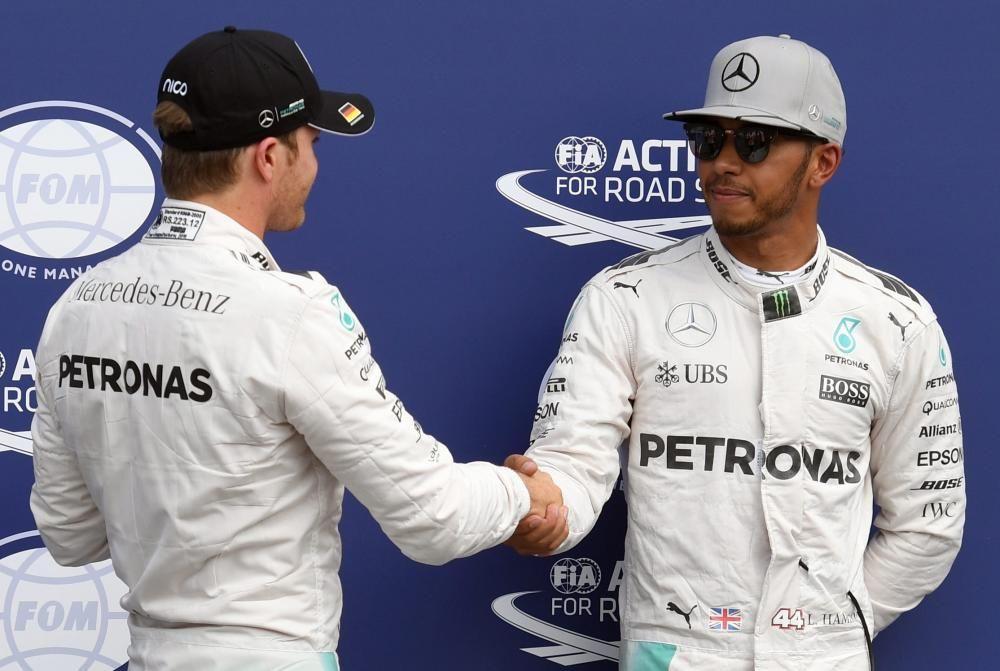 Los dos pilotos trataban de mantener una cierta apariencia de cordialidad antes de la carrera de Alemania, en la que Rosberg acusó los nervios y solo pudo ser cuarto. Nueva victoria de Hamilton.