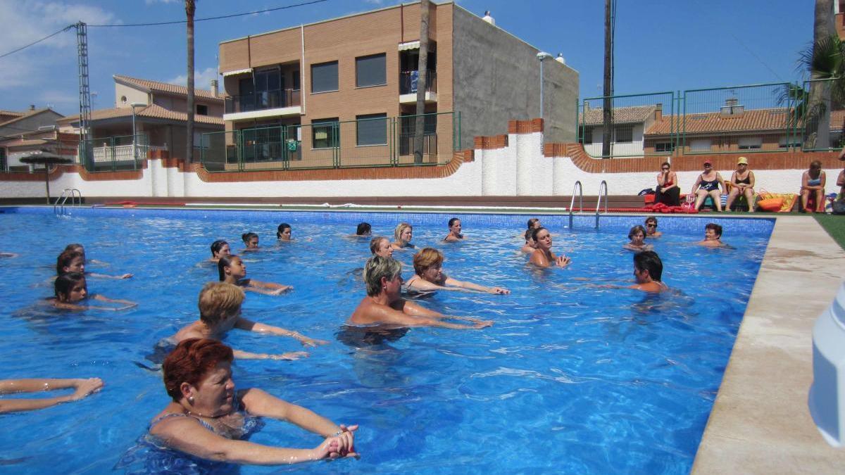 Imagen de archivo de una actividad en la piscina de Faura.