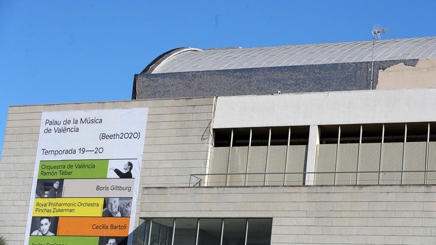 Quejas sobre la demora en las nuevas cubiertas del Palau de la Música
