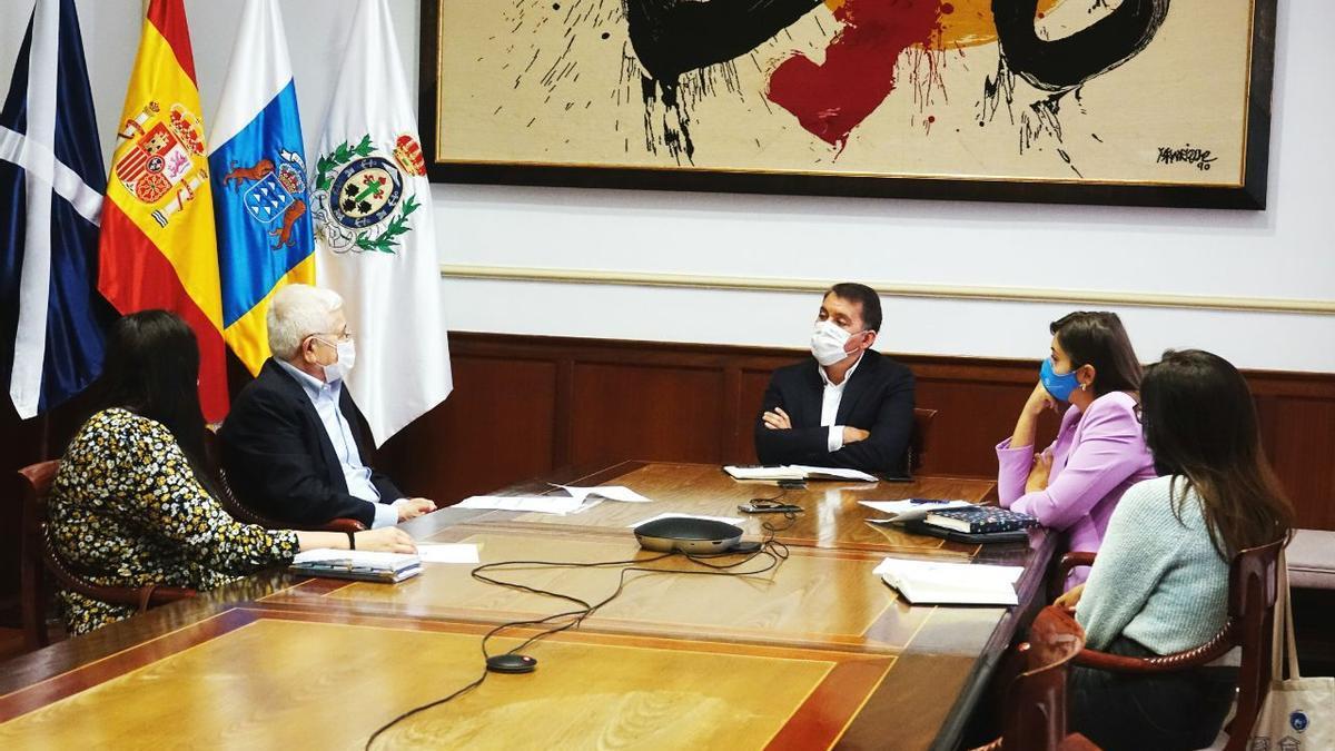 Reunión entre el Ayuntamiento de la capital y el Banco de Alimentos de Tenerife.