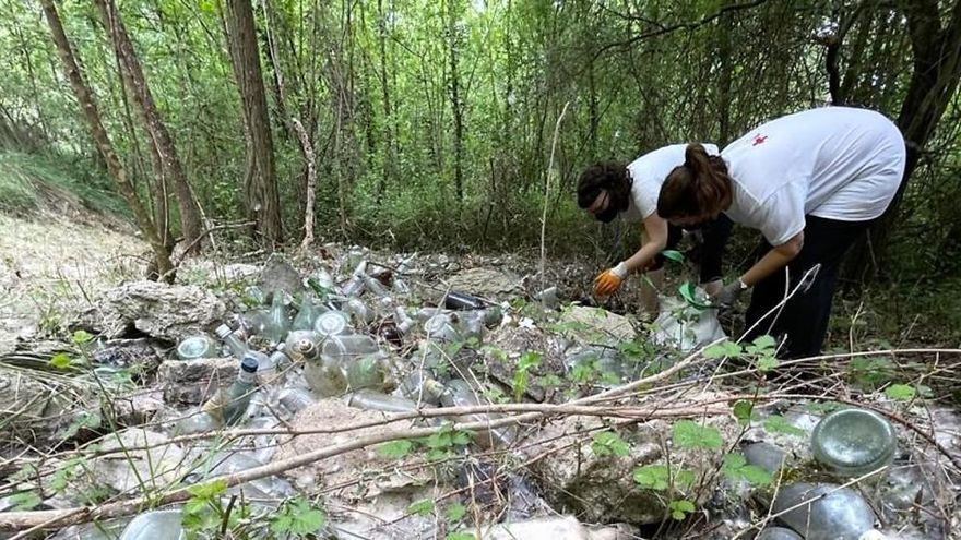1.600 kg de vidre i 169 de rebuig en un abocament descontrolat a Can Poc Oli
