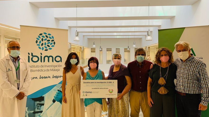 IBIMA recibe una donación de 15.000 euros para la investigación del cáncer de mama metastásico