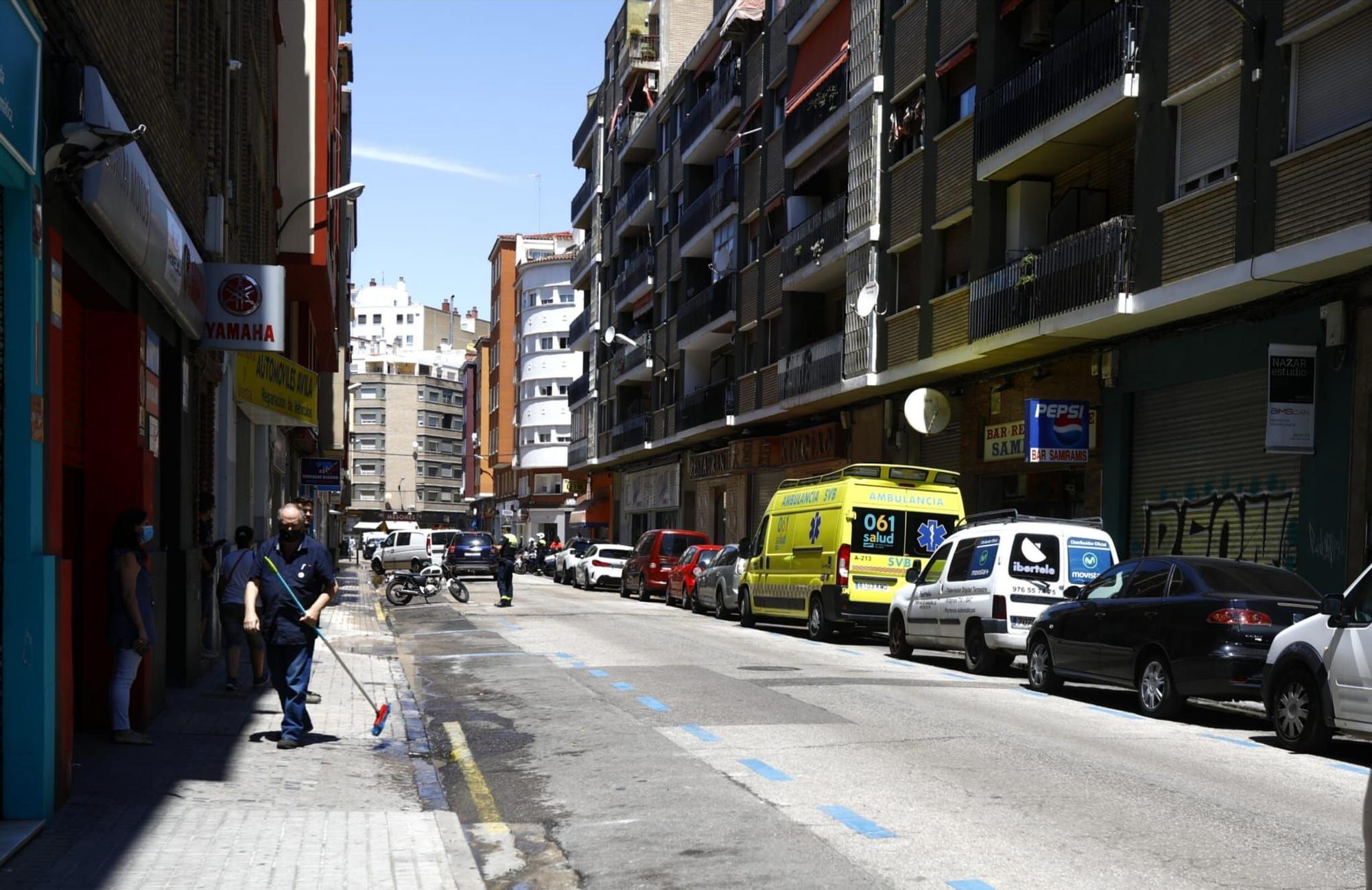 Restablecido el tráfico en la calle Ávila tras un reventón de una tubería esta mañana