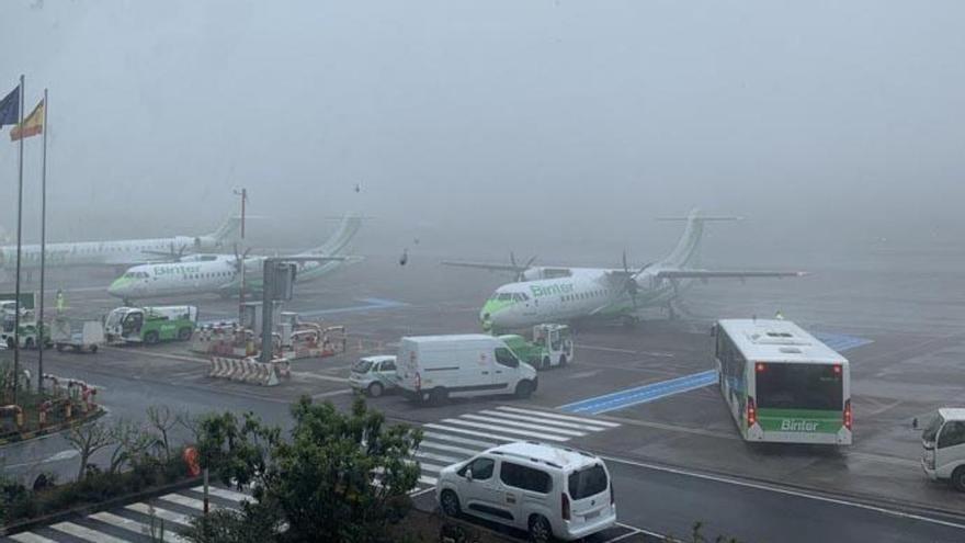 El tráfico aéreo cayó en Canarias a la mitad hasta octubre, según Enaire