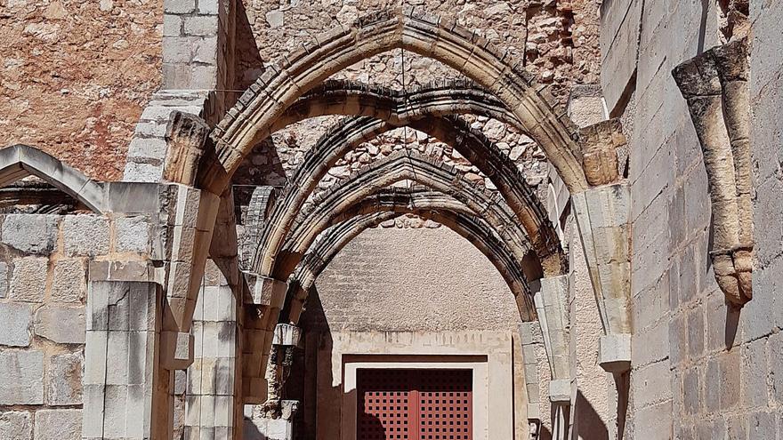 Una sujeción reversible evita que los arcos del Monestir de Simat vuelvan a desprenderse