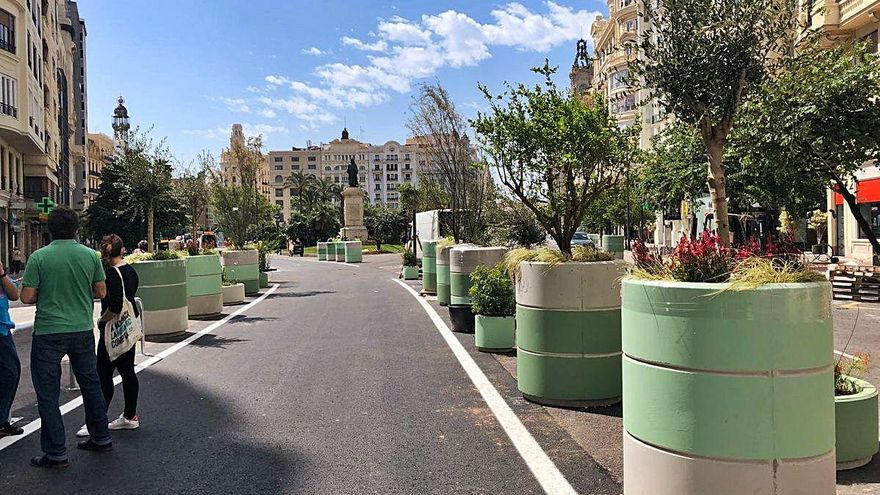 La peatonalización provisional transforma la plaza del Ayuntamiento