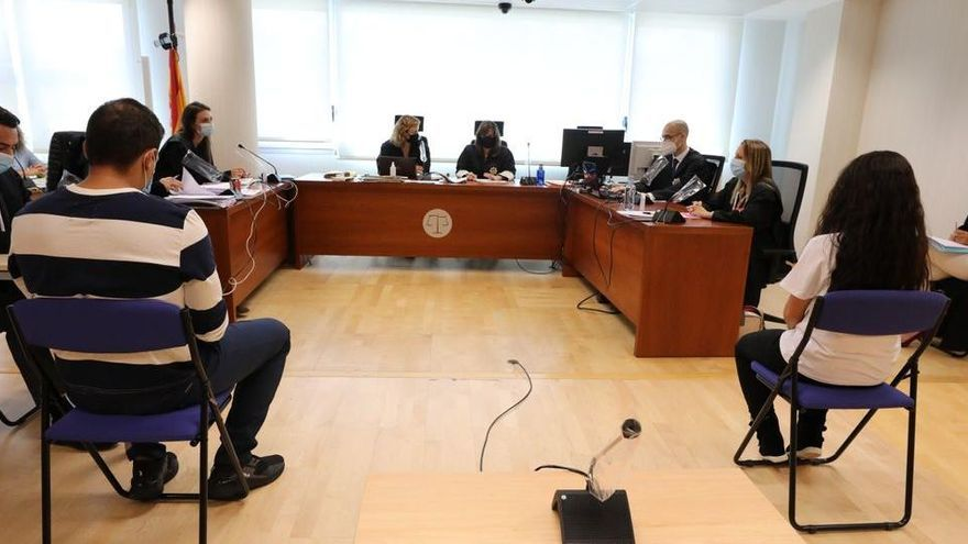 Condenan a prisión permanente a los padres que asesinaron a su hijo en Elche