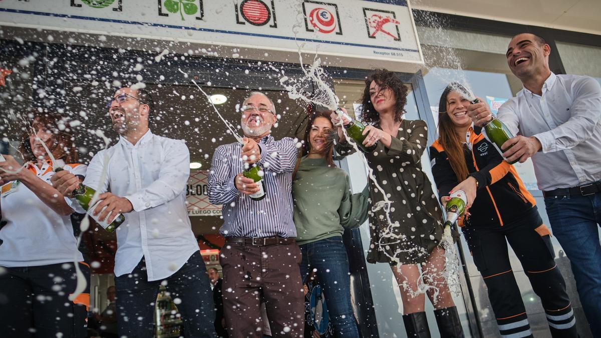 Celebración de uno de los premios de la Lotería de Navidad del pasado año en Tenerife.