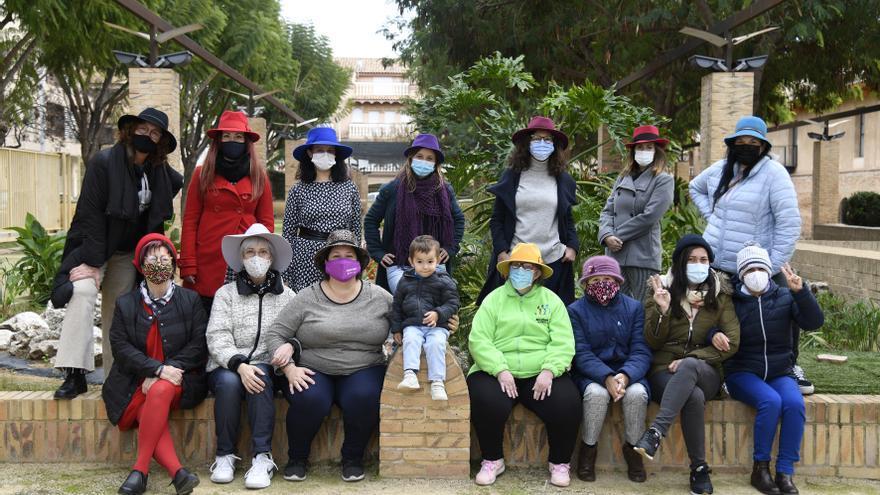 """Mujeres con sombrero"" llega a Paiporta"