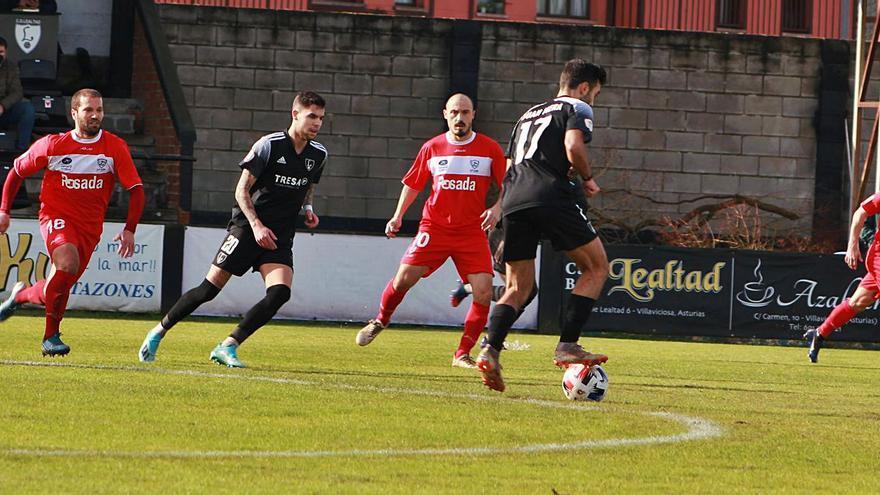 El Marino de Manel solo gana: 0-1 en Les Caleyes ante el Lealtad en otro derbi de Segunda B