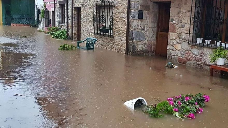 Las intensas lluvias dejan aisladas cinco casas en Soberrón (Llanes)