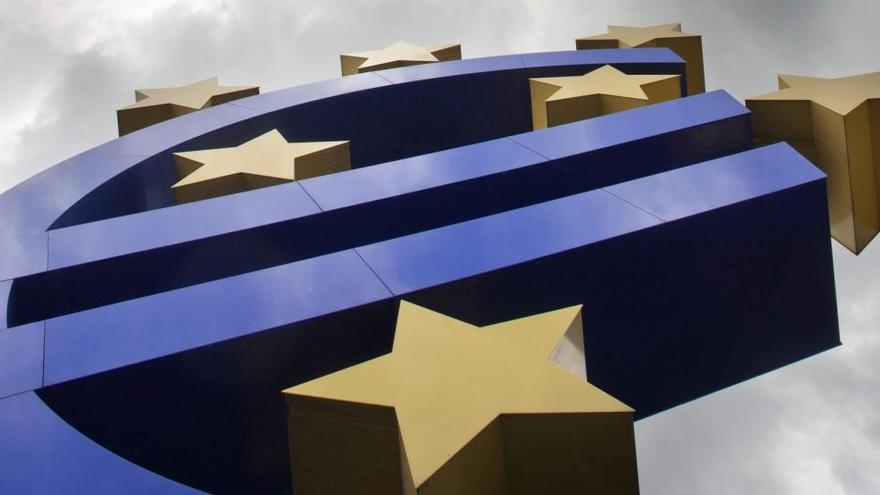 El PIB de la eurozona cayó un 6,8% en 2020 tras una recaída del 0,7% en el cuarto trimestre