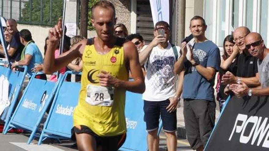 El atleta Sergio Sánchez, herido grave e ingresado en Oviedo