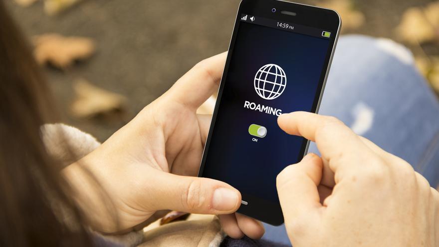 Bruselas pide prorrogar 10 años el 'roaming' gratuito en la UE, que expira en 2022