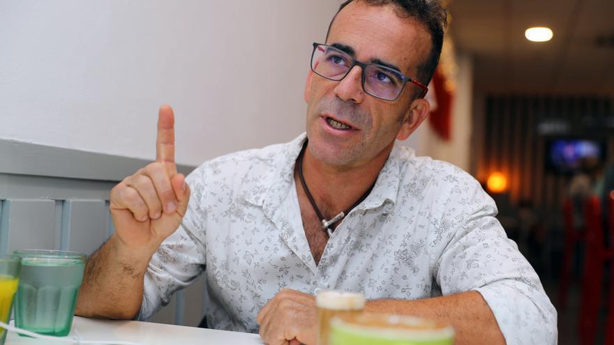 Un agricultor aplaude que compren plátano de La Palma pero duda que le llegue