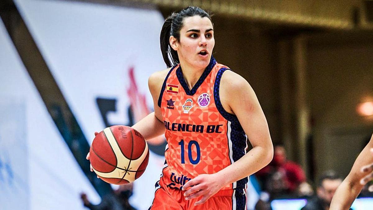 Leticia Romero, con la camiseta del Valencia Basket, durante esta temporada en la Eurocup. | | LP/DLP