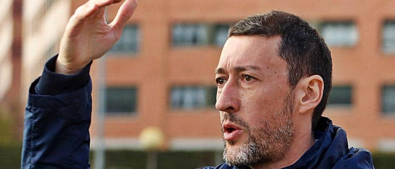 Sergio Sánchez, en un encuentro con el juvenil del Sporting.