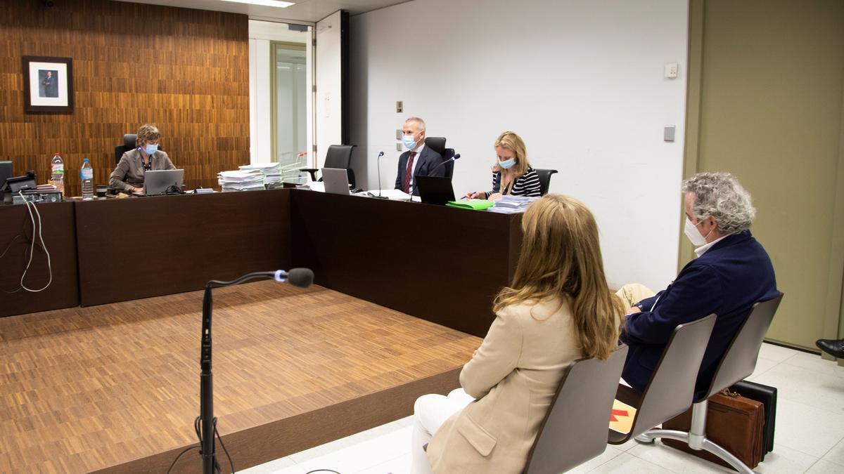 Ildefonso Falcones, en el banquillo de los acusados