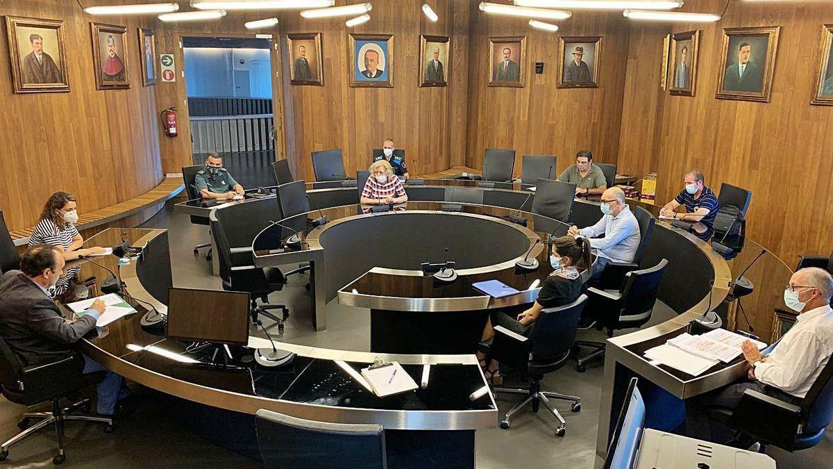 Participantes de la comisión municipal del coronavirus en la primera reunión del lunes en la tarde.