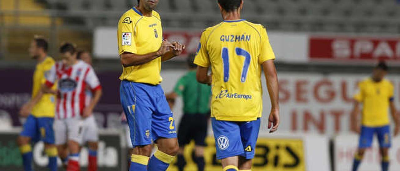 Valerón dialoga con Guzmán, durante un duelo de este curso.