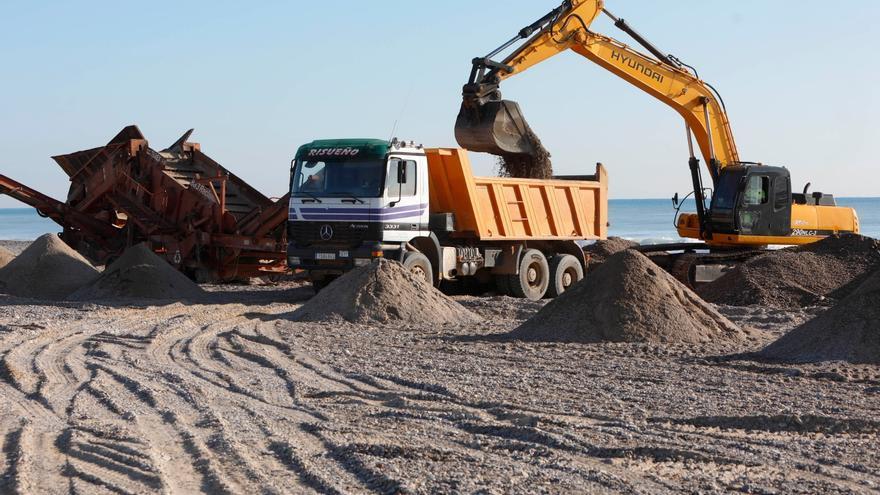 """Sagunt constata """"irregularidades"""" en la extracción de gravas de la playa"""