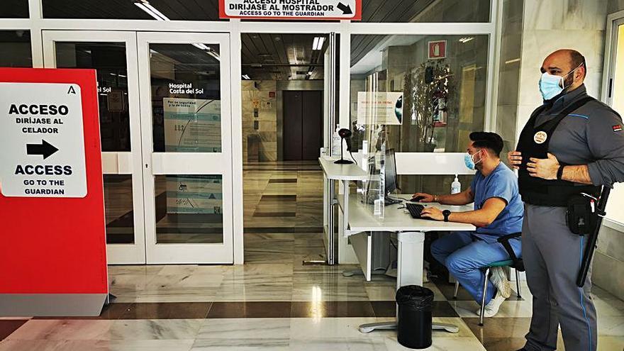 Normas más estrictas por el virus para acceder al Hospital Costa del Sol