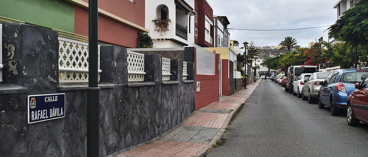 Calle Rafael Dávila, en Ciudad Jardín, cuyos vecinos carecen de internet de alta velocidad, según han denunciado.