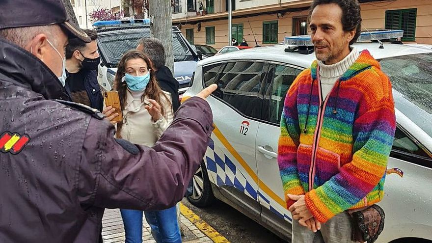 El médico de Formentera negacionista extiende certificados para no llevar mascarillas