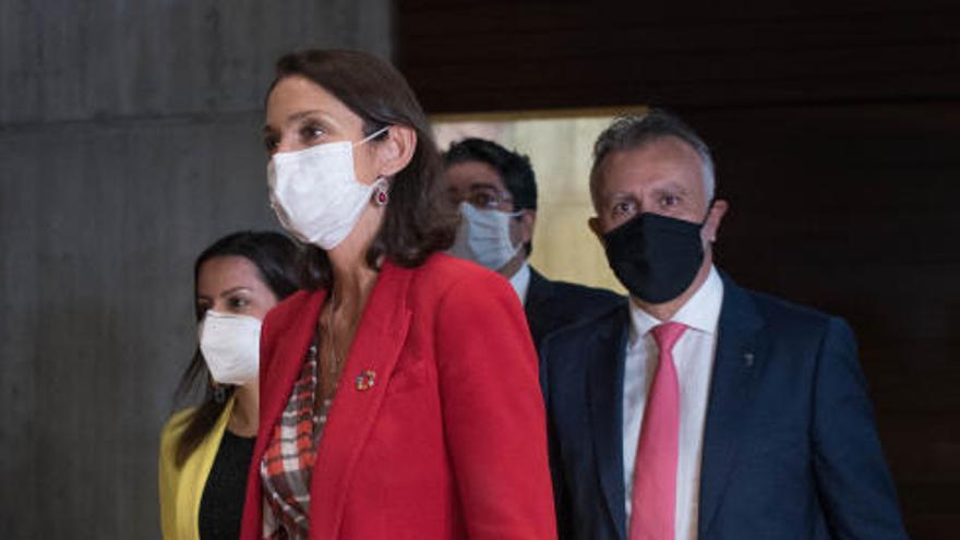 Encuentro de Ángel Víctor Torres con la ministra Reyes Maroto
