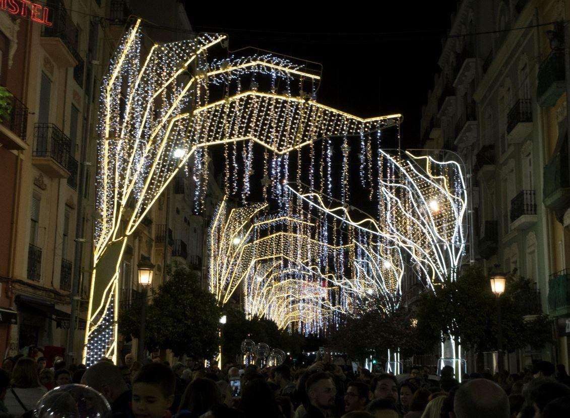 Galería nostálgica de las calles iluminadas en Fallas (2010-2020)