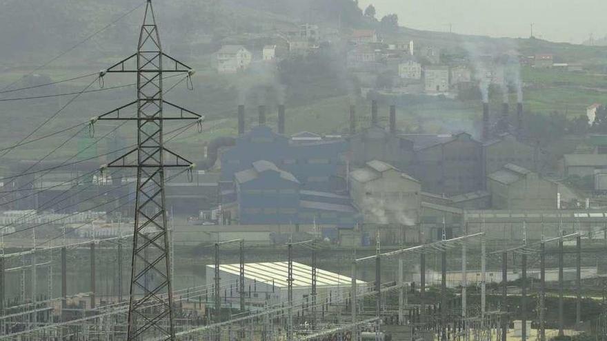 Ferroglobe y sindicatos sellan un preacuerdo marco estatal que el personal de la planta de Cee rechaza