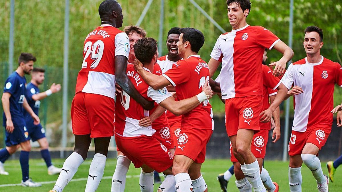 Els jugadors del Girona B celebrant el gol de Dan Coll.   GIRONA FC