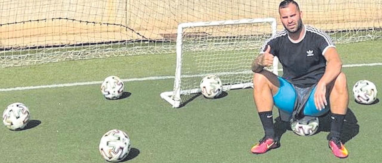 El exjugador de la UD y del Real Madrid, Jesé, tras un entrenamiento en Lomo Blanco