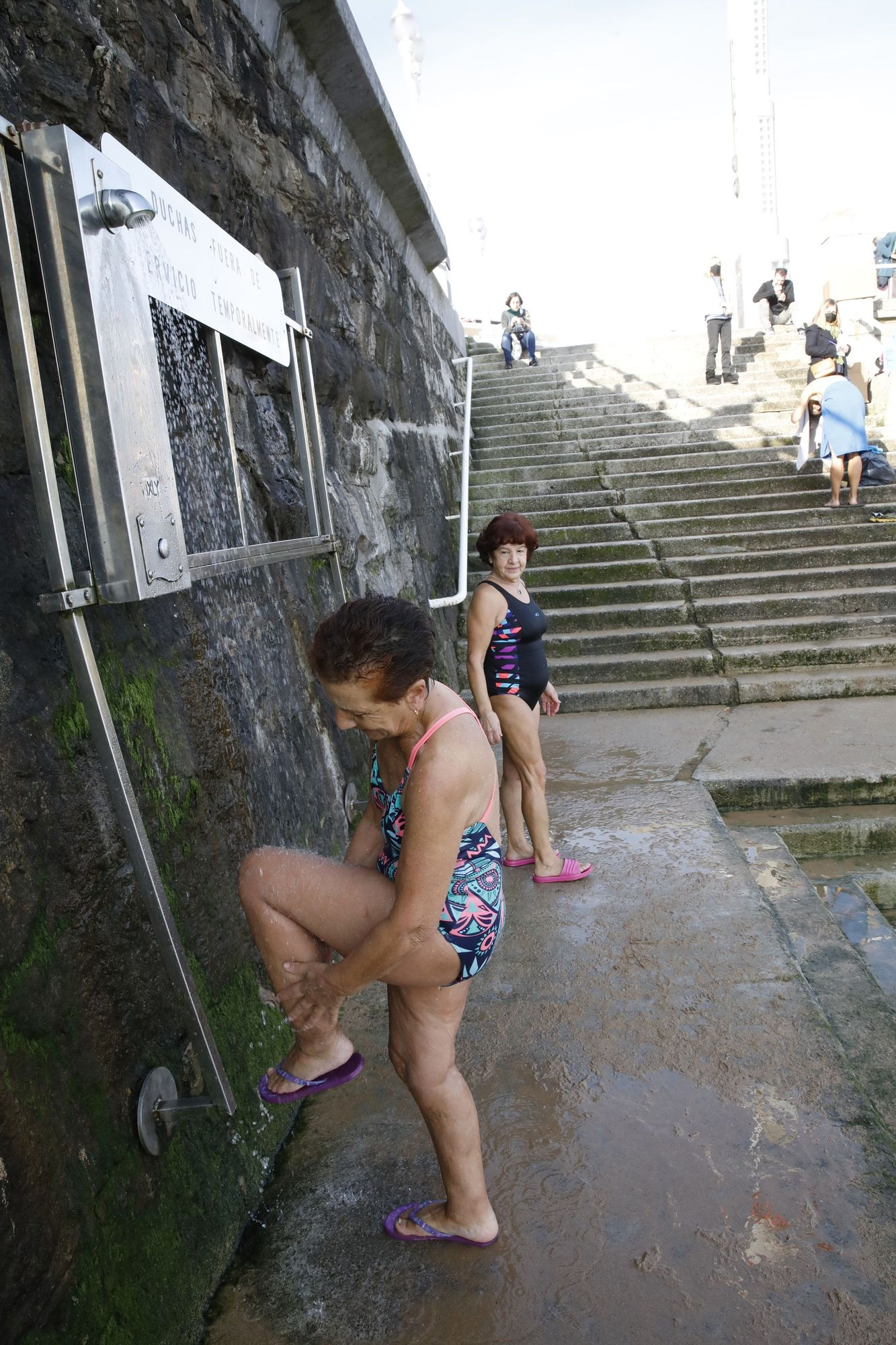 Los ba�istas de la Escalerona, en la playa de San Lorenzo (12).jpg